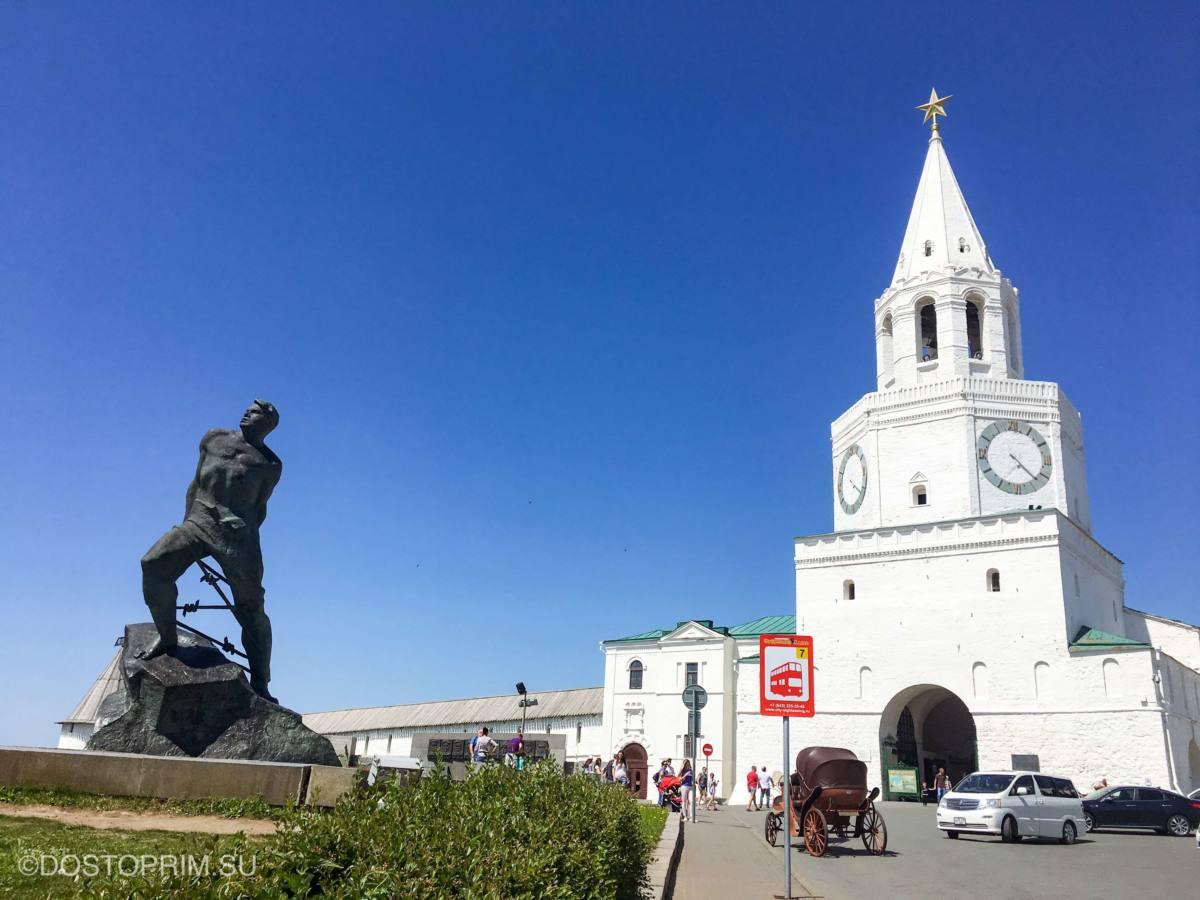 Где находится Кремль в Казани и что рядом