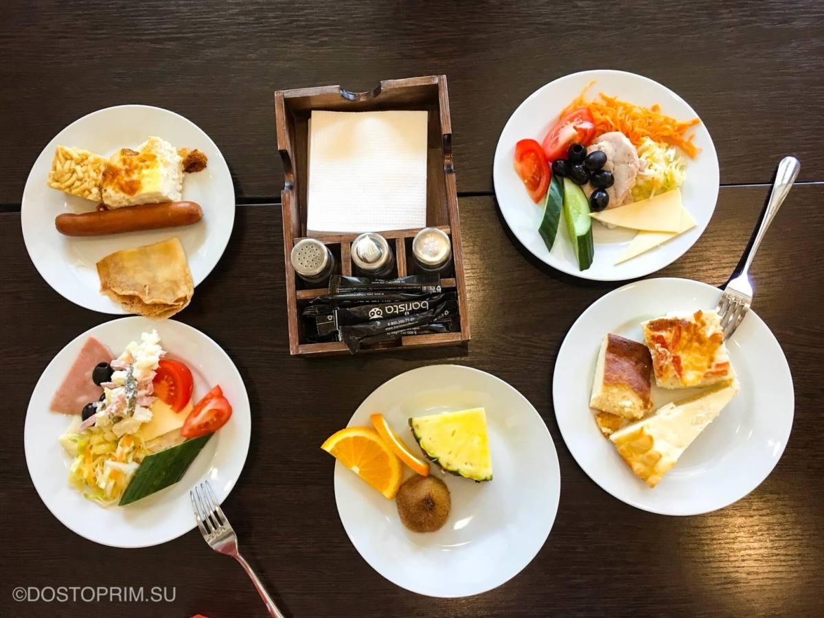Завтрак шведский стол в отеле Ногай