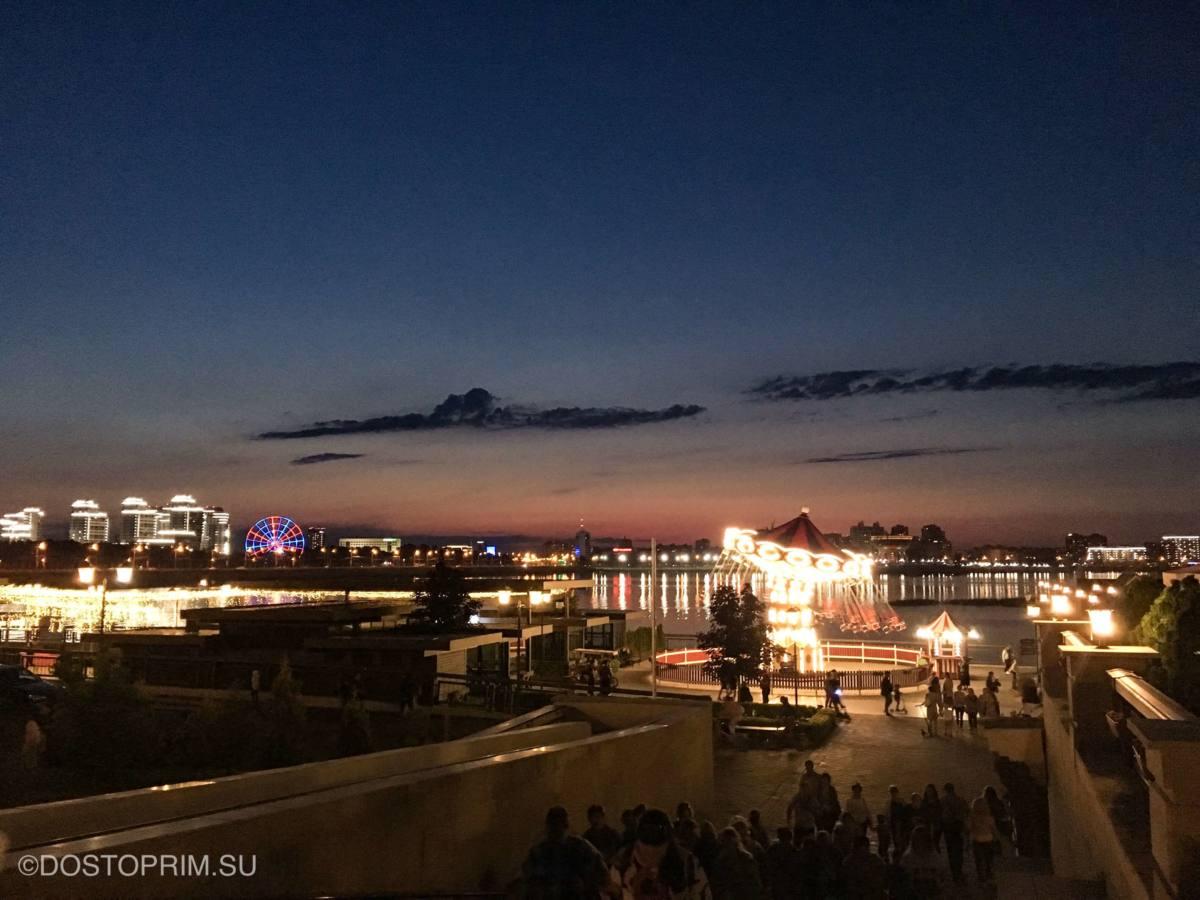 Кремлевская набережная Казани ночью
