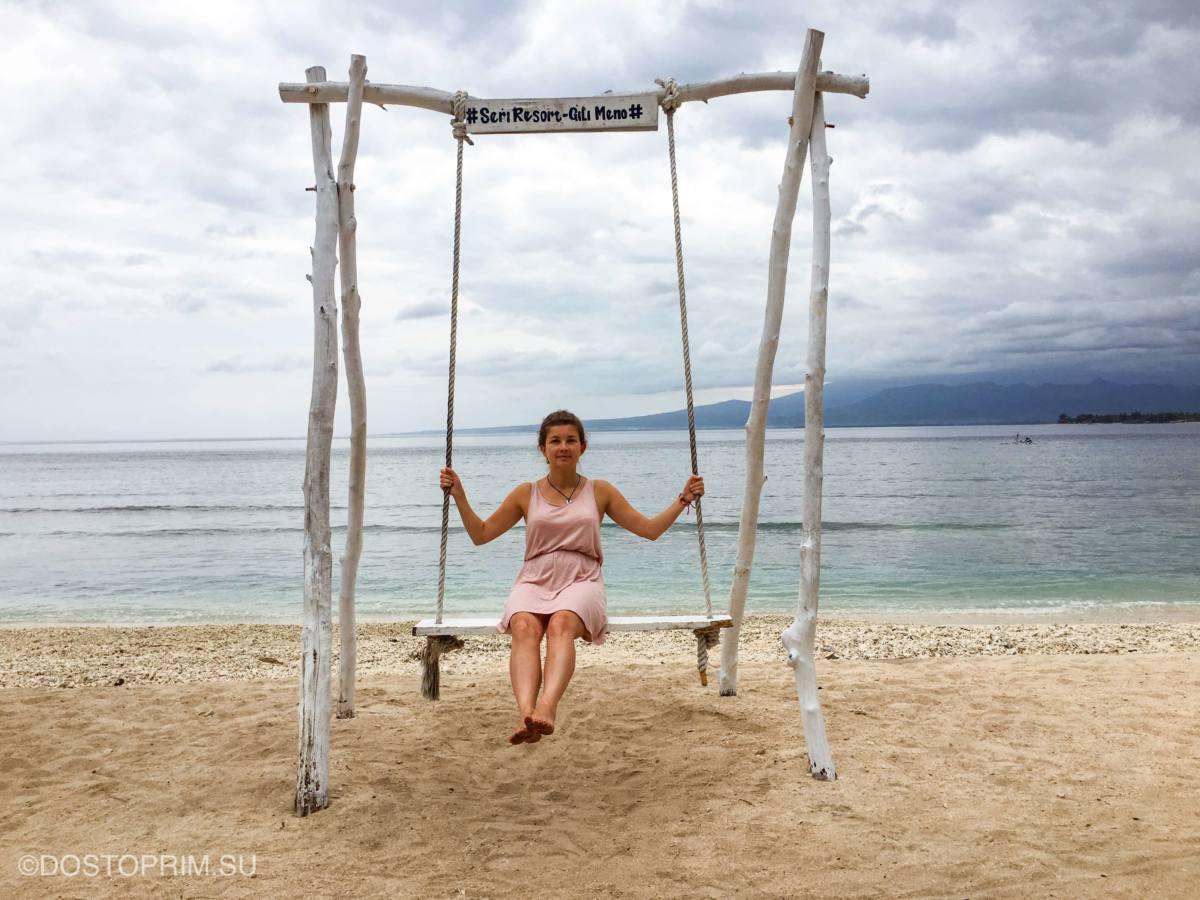 Качель на острове Гили Мино в Индонезии