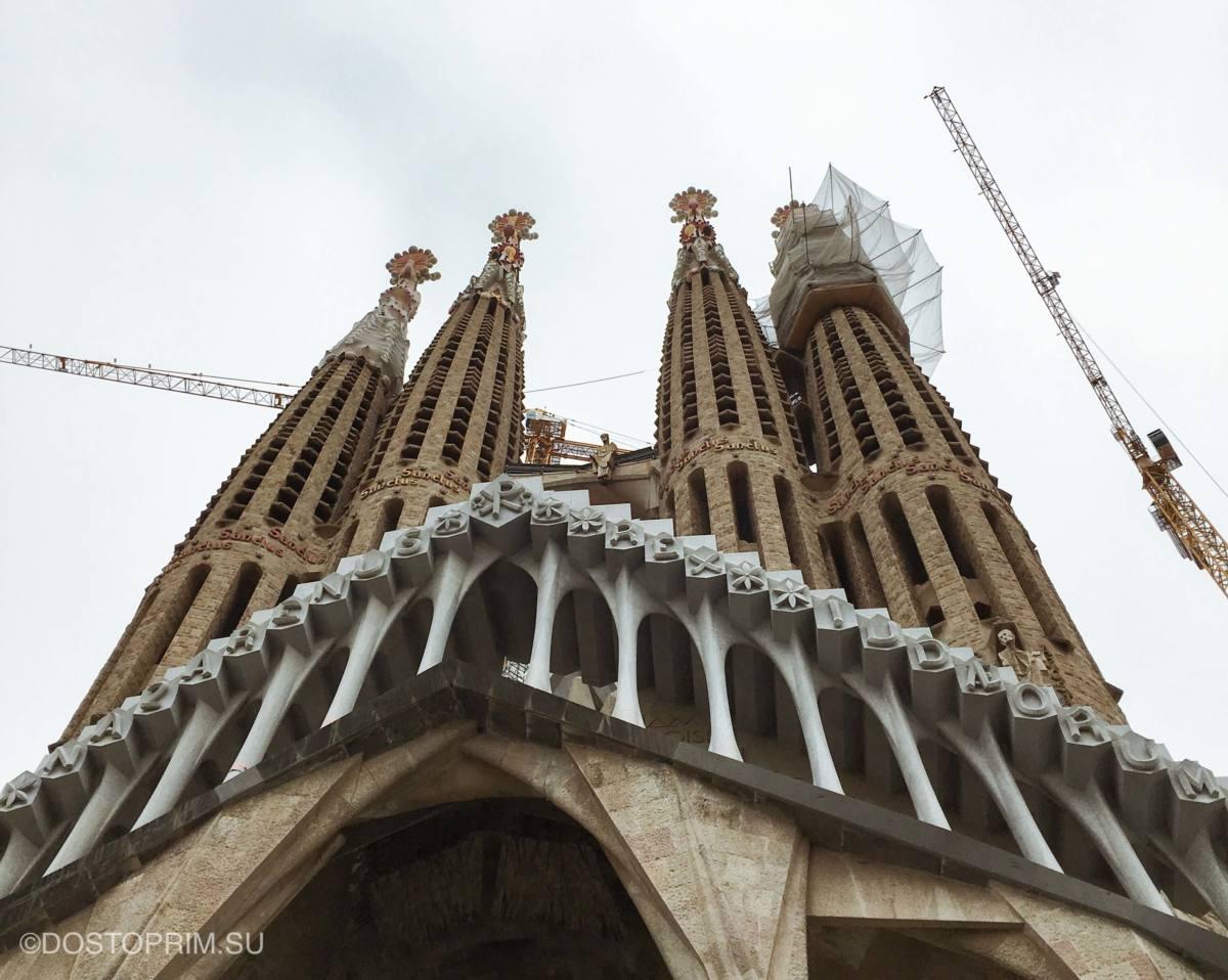 Подъем на башни собора Святого Семейства