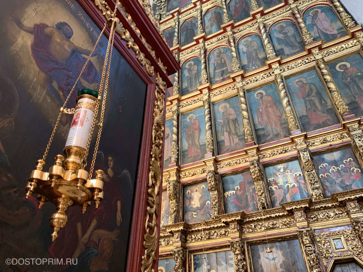 Иконостас в Свято-Троицком соборе