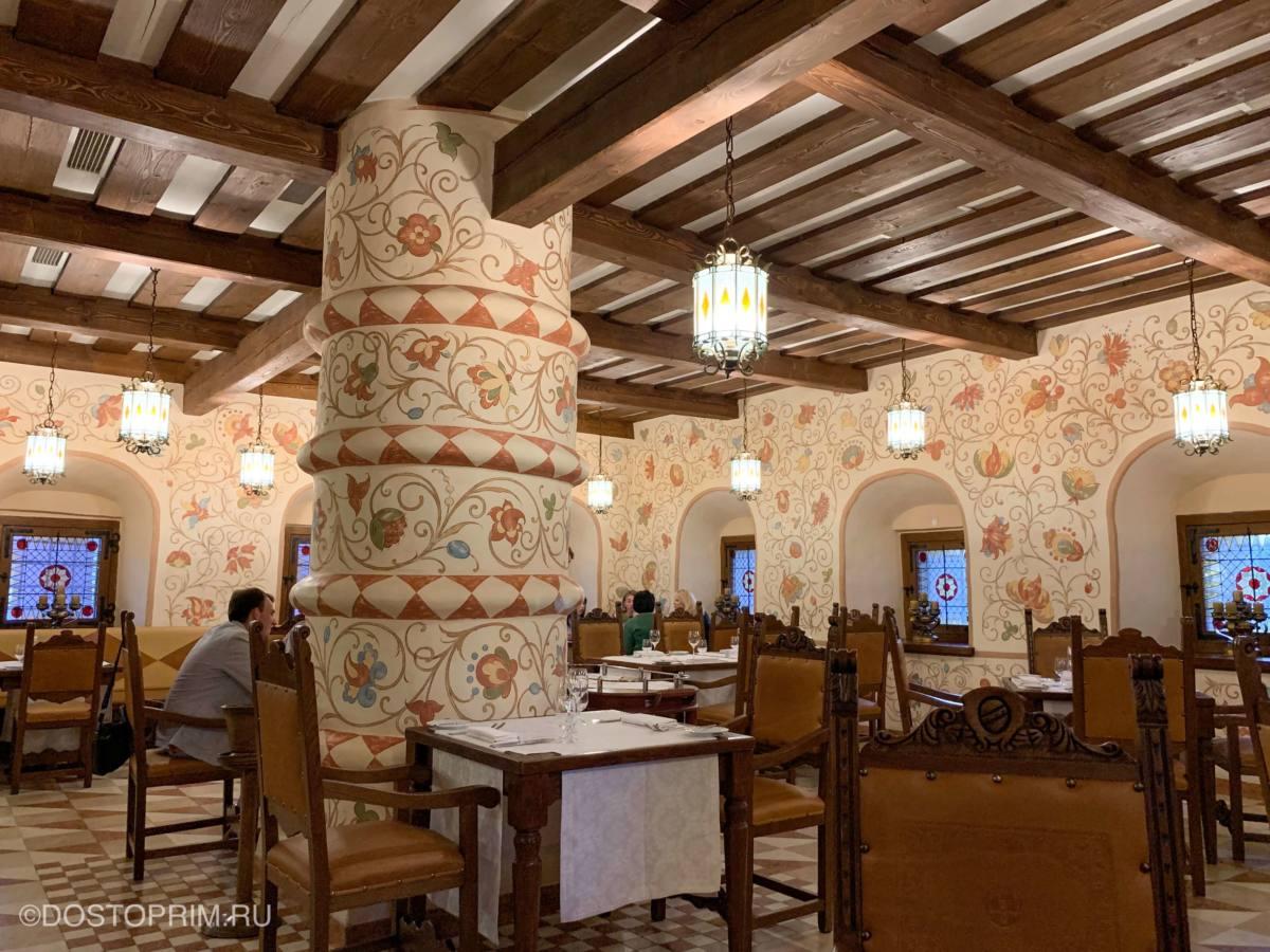 Внутри ресторана Двор Подзноева