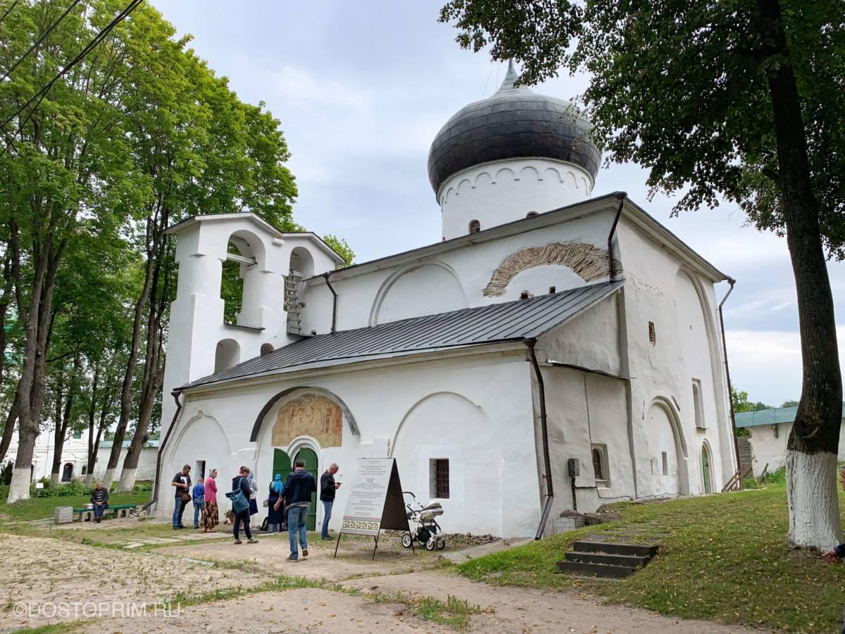 Территория Мирожского монастыря