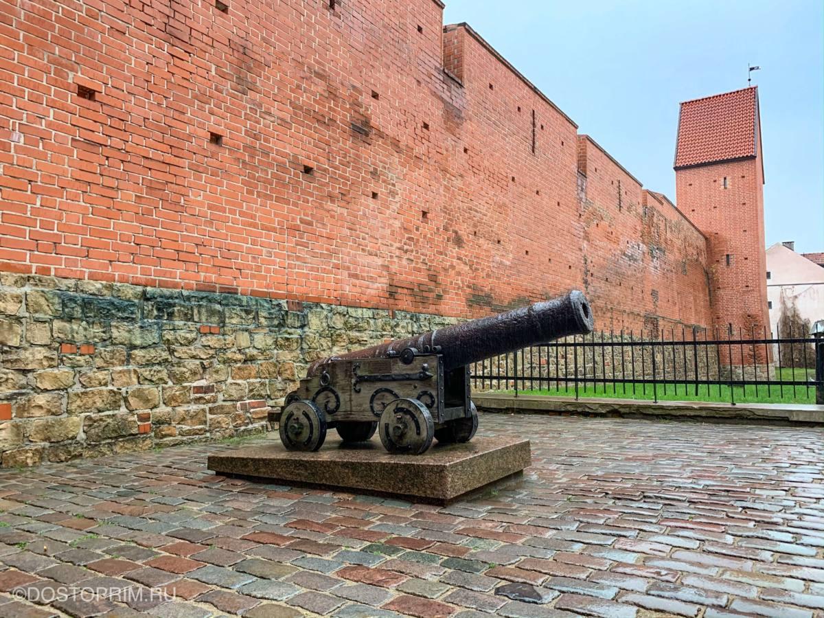 Пушка и Яковлевские казармы