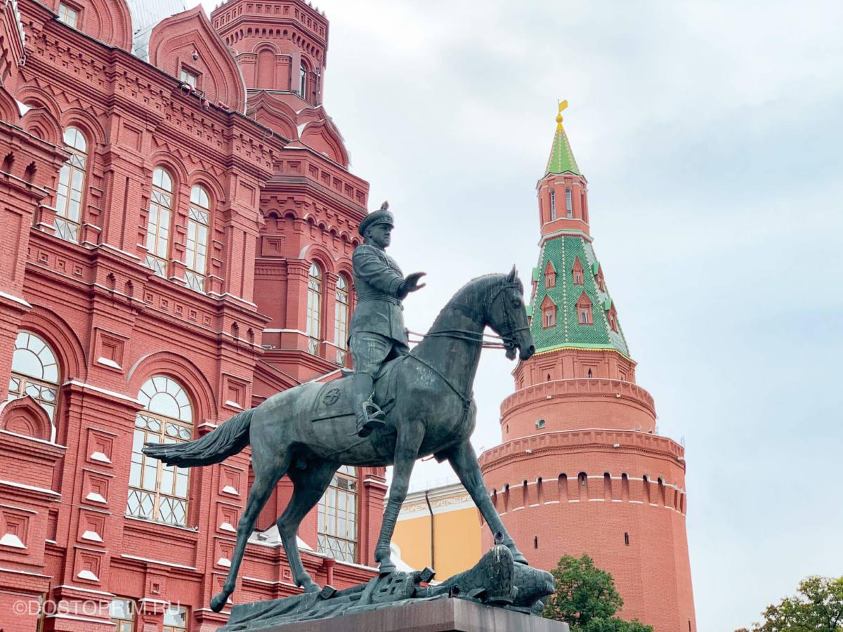 Скульптура маршала Георгия Жукова