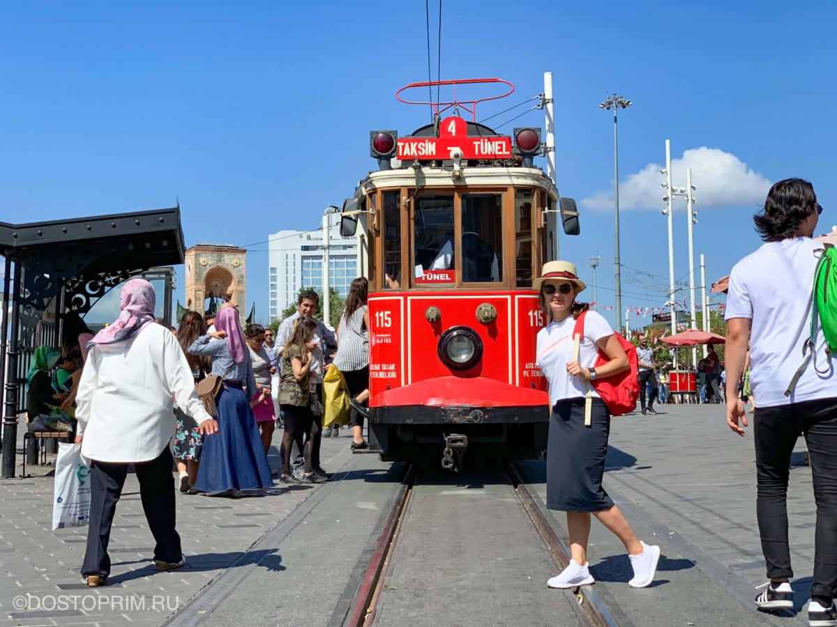 Красный трамвай на улице Истикляль