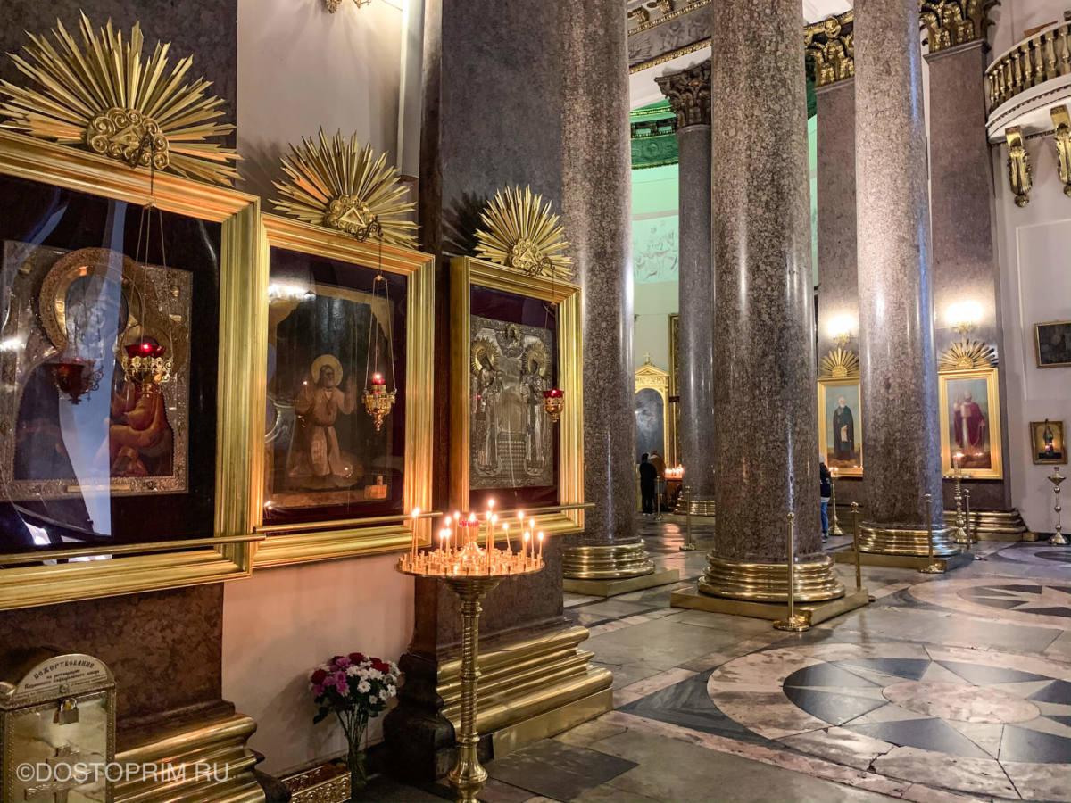 Колонны внутри Казанского собора